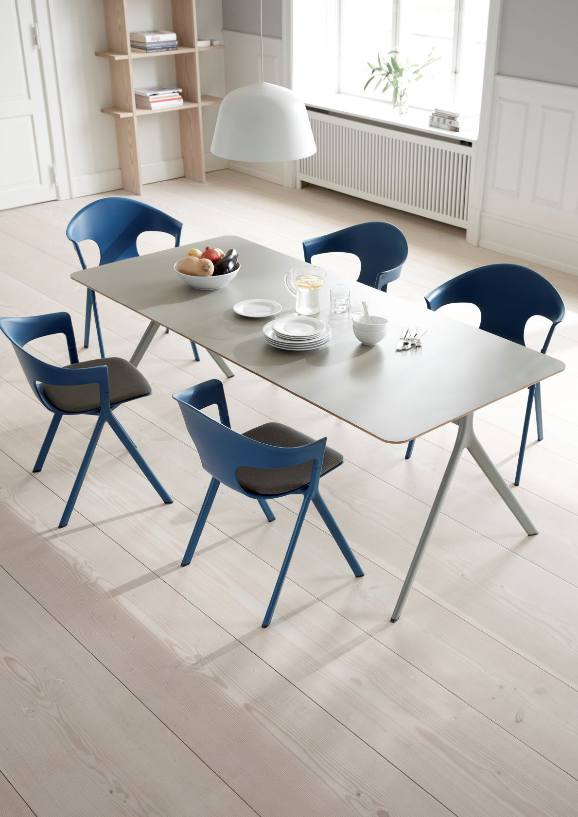 **NEW Axyl Table & Chairs